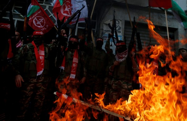 巴勒斯坦人民陣線武裝份子,在加薩走廊發動抗議。(路透)
