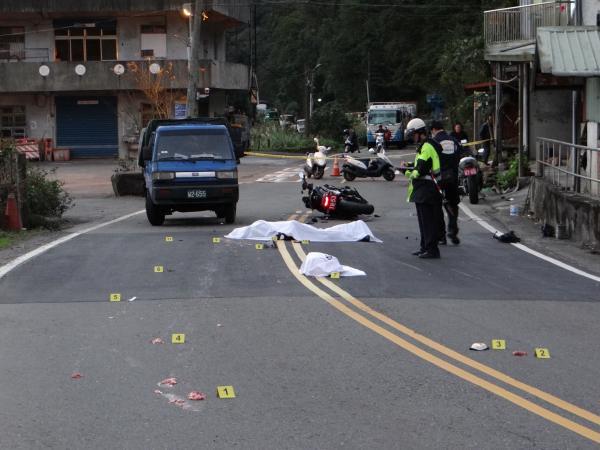 北宜發生死亡車禍,重機騎士慘遭斷頭。(記者徐聖倫攝)