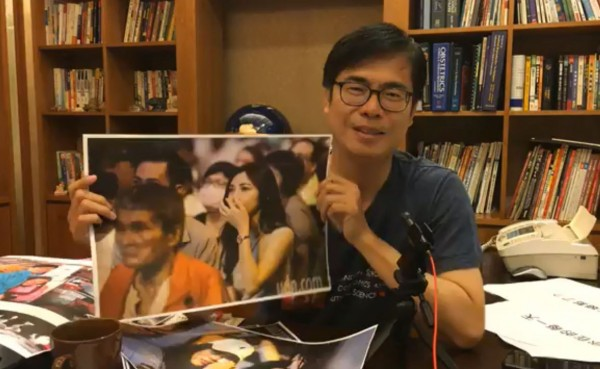 陳其邁參選高雄市長失利,28日晚間在臉書上直播表示,看到許多粉絲因為自己落敗而掉淚,一週之內請他們喝咖啡,並放上粉絲的照片。(圖擷取自陳其邁臉書)