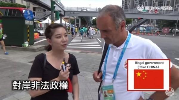 「眼球中央電視台」街訪外國選手,強調中華民國才是正統中國,中共為非法政權。(圖片擷取自「眼球中央電視台」臉書)