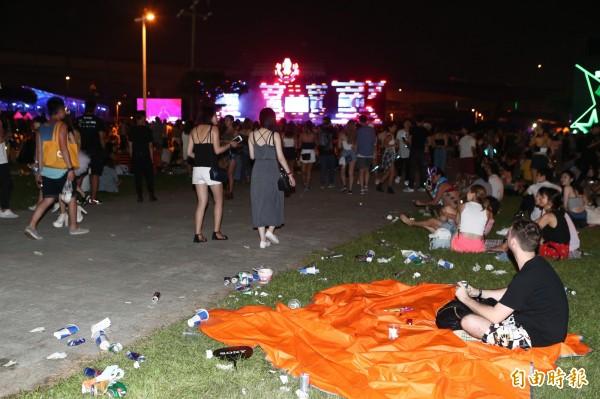 電音趴「Road To Ultra Taiwan」在大佳河濱公園舉辦,上萬人狂歡卻製造滿地垃圾。 (資料照)