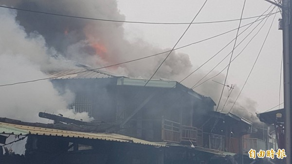 嘉義市葉姓男子2月7日涉嫌縱火引發火警,林森西路上有26戶民宅被燒毀,50多位災民無家可歸。(資料照)