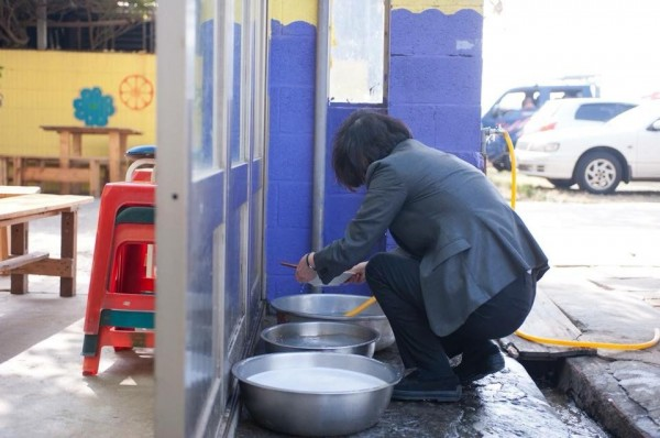 蔡英文拍洗碗照被批假掰 攝影師出面嗆聲:無腦不查證