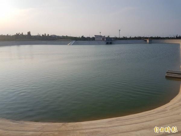 金門縣政府表示,自中國引水8月5日如期通水,金門接水端的受水池早就備便等待中。(記者吳正庭攝)