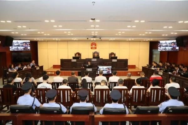 中國珠海市中級人民法院昨公開審理一宗跨境詐騙案,23名被告內包括15位台灣人。(圖擷自廣東法院網)