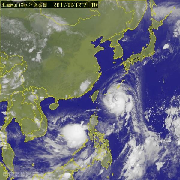 中颱泰利逼近北台灣海面,輕颱杜蘇芮則在菲律賓東方海面生成,氣象局會持續注意其動態。(中央氣象局)