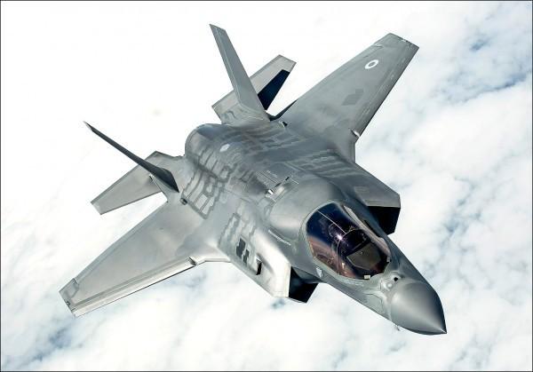 美資深議員殷霍夫表示,相信川普會接受軍售台灣F-35的建議。(歐新社)