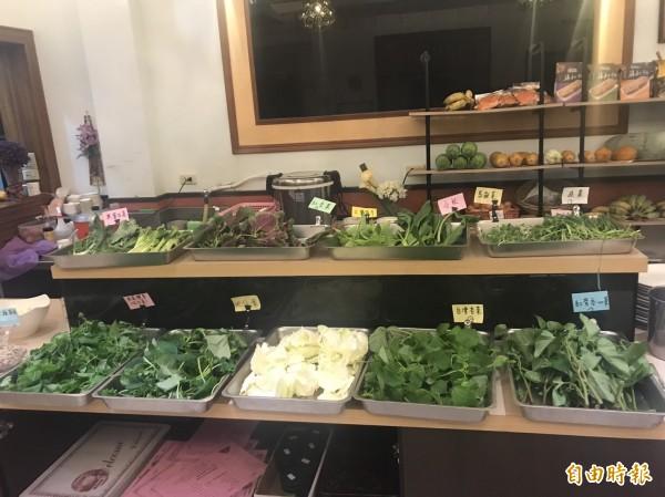 奧莉薇農莊無限量供應的有機無毒蔬菜。(記者蔡宗勳攝)