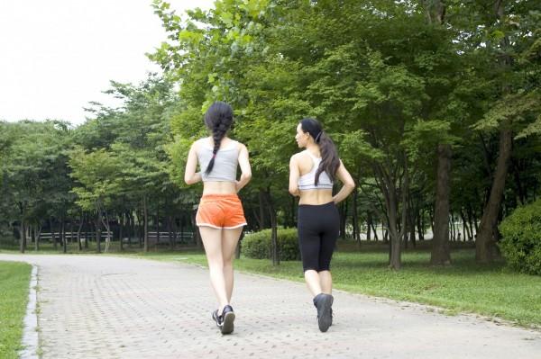 曉雯生理期前和朋友相約跑步,導致黃體囊腫破裂大失血,此為示意圖。(情境照)