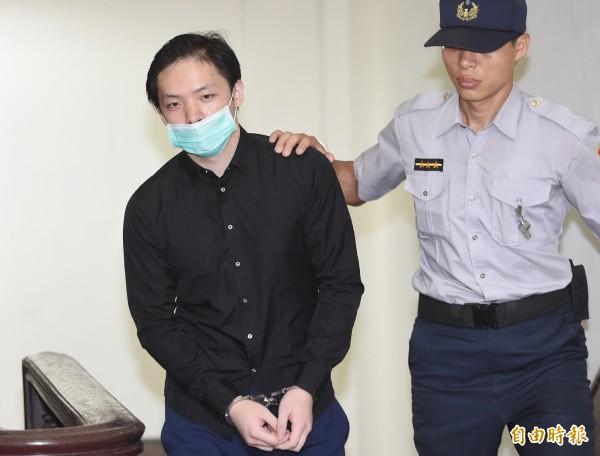 嫌設局性侵殺害網拍女模的程宇(左),還盜刷周姓女友信用卡48萬餘元,這部分被判刑9月定讞。(資料照)