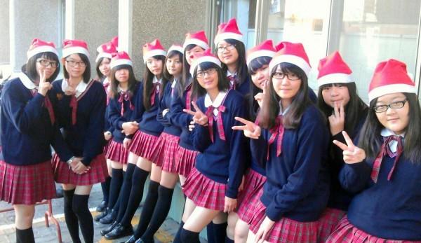 五育高中還有耶誕版「麻瓜帽」,學生對「哈利波特」電影之喜歡,可見一斑。(記者謝介裕翻攝)