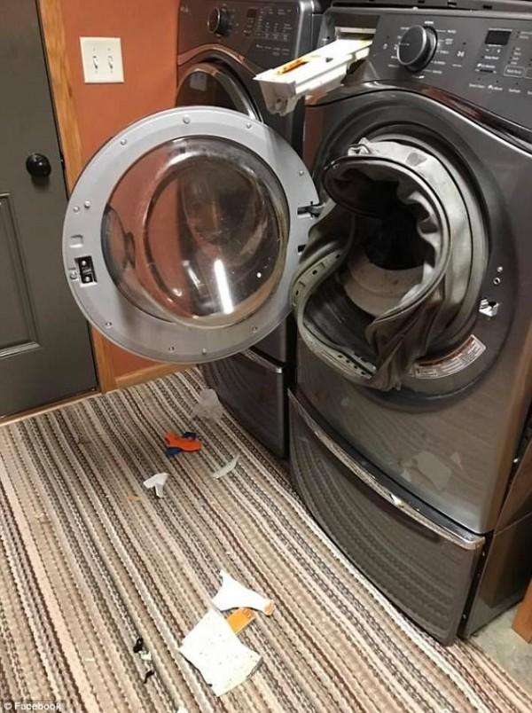 洗衣機爆炸現場一片凌亂。(圖擷取自《每日郵報》)