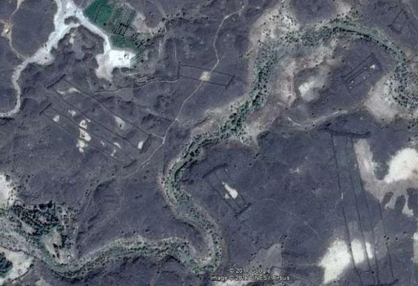 谷歌空拍圖竟拍到沙烏地阿拉伯的沙漠中竟出現不明遺跡。(圖取自獨立報)