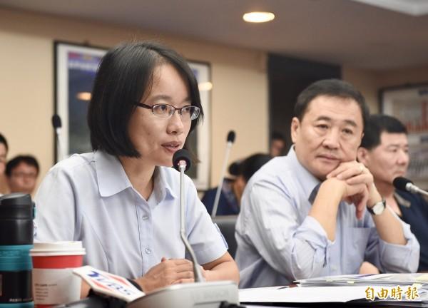 陳景峻(右)昨突然宣布請辭北農董事長,對於吳音寧(左)的問題,他則表示「個人造業個人擔」。(資料照)