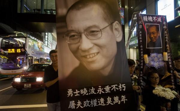 劉曉波死後,中國當局仍然展開審查,禁止相關文章出現。(歐新社)