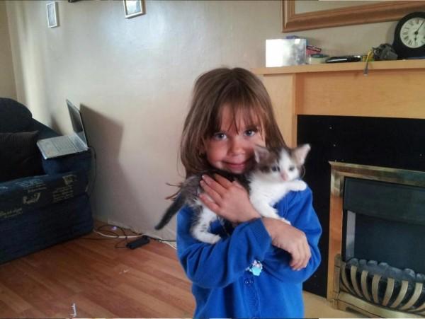 英國一名7歲女童凱蒂遭15歲少女割喉,命喪遊樂場。(圖擷自太陽報)