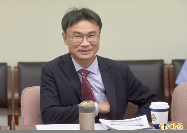陳吉仲受訪表示,他在乎的不是個人的去留,而是農委會任內為農民做了哪些事。(資料照)
