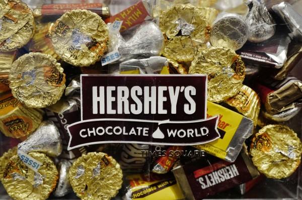 樂天與美國巧克力製造商好時(Hershey)合資的樂天上海食品,工廠遭中國當局勒令停產一個月。(美聯社)