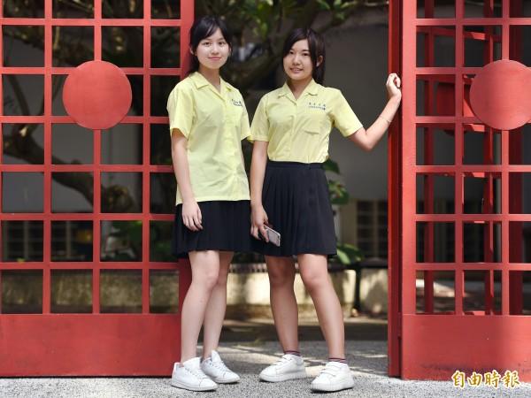景美女中校服代表著青春活力,既活潑又莊重,表現出校風特色。(記者廖振輝攝)