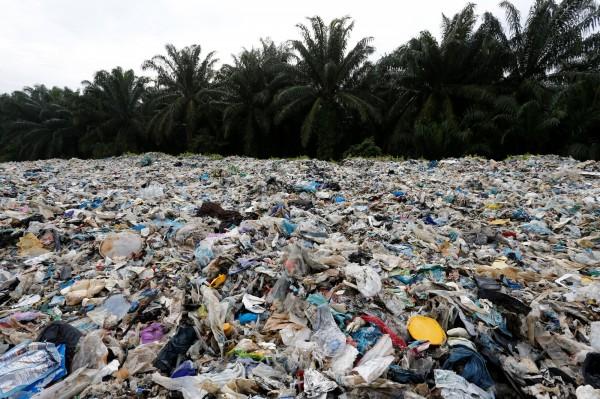 泰国政府日前宣布禁止进口422种电子垃圾,并决定从2021年起全面禁止从国外进口塑胶垃圾。(示意图,路透)