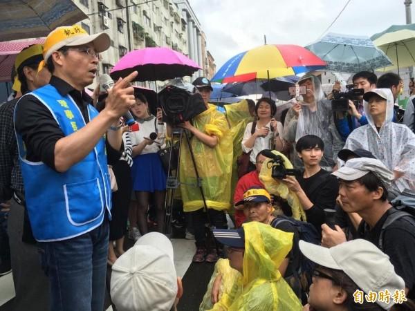 監督年金改革行動聯盟召集人黃耀南(左)。(資料照,記者吳柏緯攝)