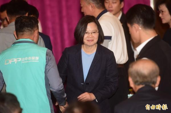 民進黨到台中召開檢討會,蔡英文表示,檢討的結果府院黨會重新進行人事的佈局。(記者廖耀東攝)