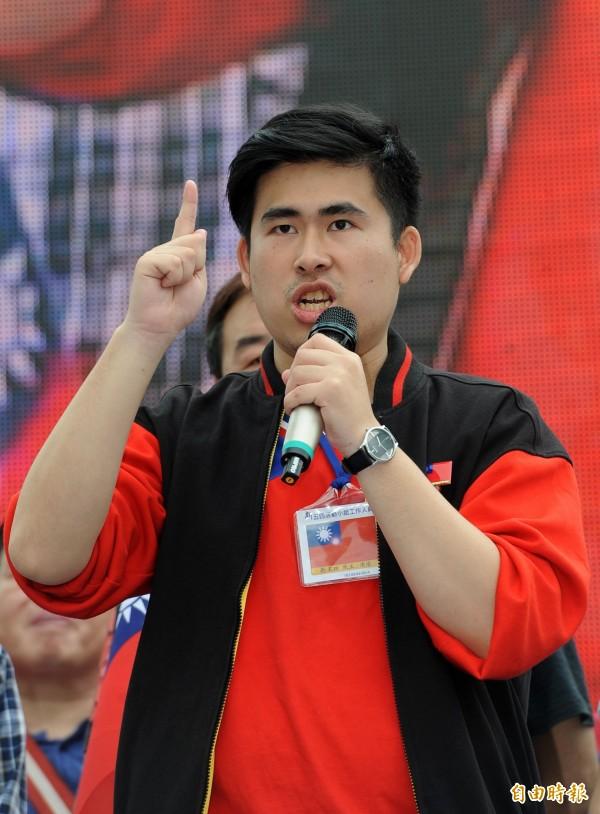 王炳忠笑稱自己是胖版的允浩。(資料照,記者王敏為攝)