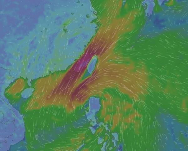 彭啟明說,今天是台灣受到卡努颱風外圍水氣影響最嚴重的時候,預期東半部及北部都會有雨勢。(圖擷取自Windy網站)