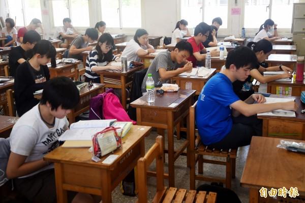 大學指考2日邁入第二天考試。(記者朱沛雄攝)