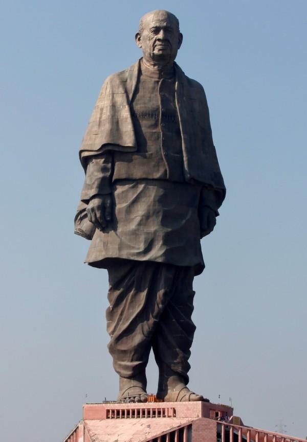 印度獨立英雄帕特爾(Sardar Vallabhbhai Patel)雕像於31日揭幕,該雕像高182公尺,居全球之冠。(路透)