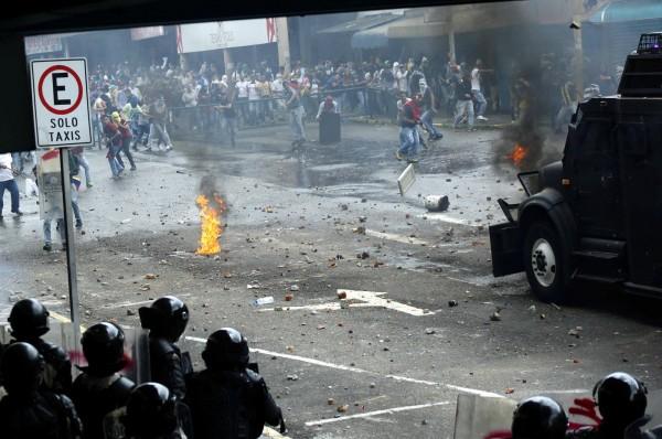 委內瑞拉人民上街頭進行反政府示威活動。(路透)