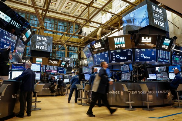 美國企業財報強勁,緩解敘利亞地緣政治的影響,16日美國股市上漲。(路透)