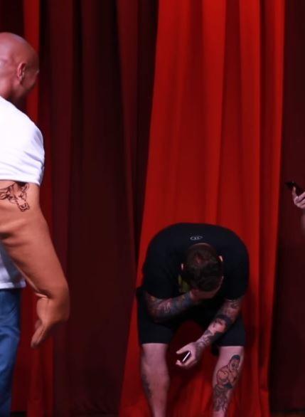 全身刺青的硬漢是強森的超級粉絲,見到強森本人瞬間淚崩。(圖擷取自YouTube)
