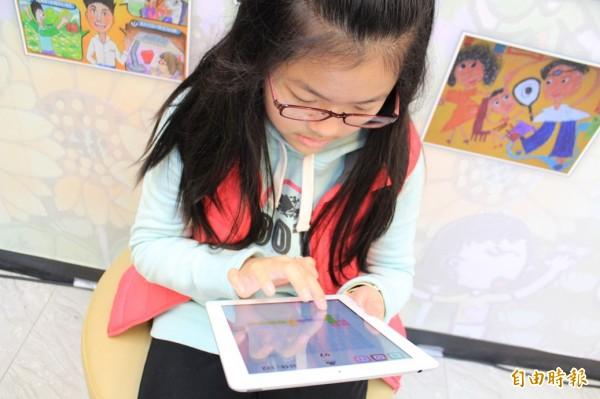 台灣學生近視問題日趨嚴重,教育部統計指出,105學年國內學生中等以下學校學生視力不良比率為62.9%,高級中等學校更高達80.9%。圖為示意圖。(資料照,記者謝佳君攝)
