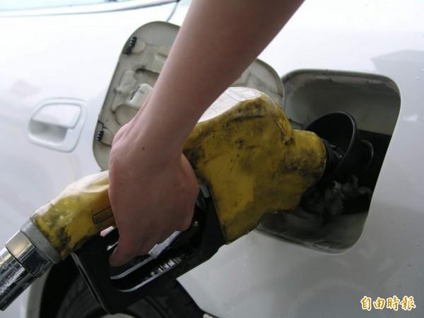 菜鳥工讀生加錯油導致車輛損壞,遭判賠10萬。工讀生稱被站方要求簽承認疏失願賠償的切結書,反告站長詐欺,檢方判不起訴處分。(資料照)