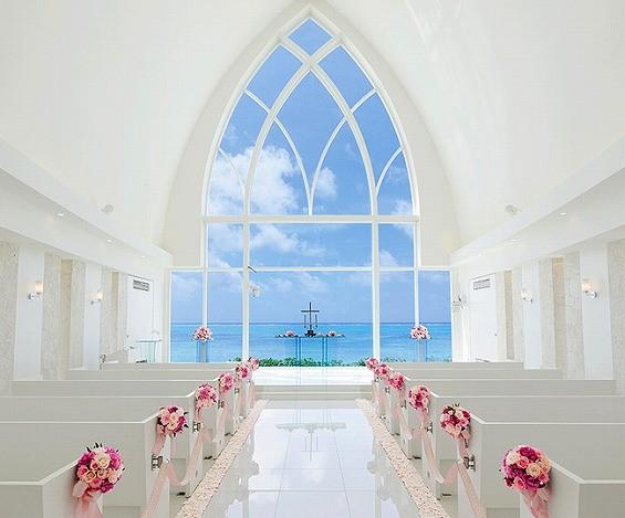 在沖繩教堂舉辦浪漫婚禮,是許多香港人跟台灣人新選擇。(圖擷取自沖繩觀光會議局網站)