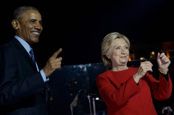 今年美國人「最欽佩」人物榜上,美國前總統歐巴馬力壓現任總統川普,在男性榜達成10連霸,前國務卿希拉蕊則是第22次拿下女性榜第1名。(法新社)