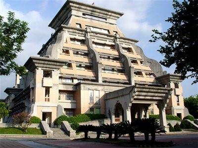 排名第3位於的嘉義民雄中正大學,特點建築是具有馬雅古文明風格的行政大樓。(圖擷自Dailyview)