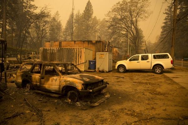 「坎普野火」的肆虐,將天堂鎮化為廢墟,造成當地居民共計2.6萬人被迫撤離,並造成9人死亡35人失聯,失聯的人大部分是在當地養老的退休人士。(歐新社)