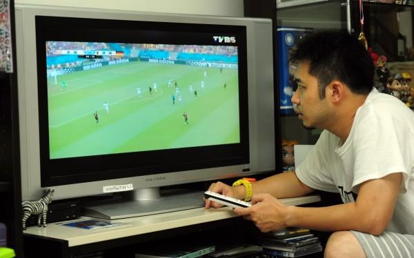 愛爾達電視與TVBS無線衛星電視台27日深夜聯合發出聲明,指16強賽事由公共電視台與TVBS接續轉播。(資料照,記者羅沛德攝)