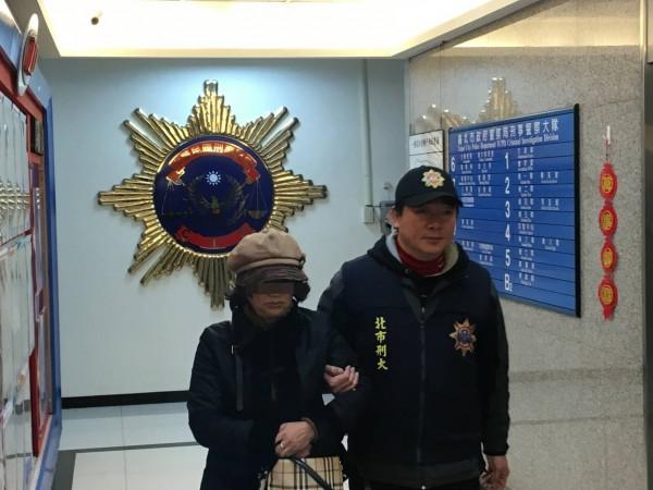 64歲嫌犯潘秋蘭,從20歲起就投入扒竊集團,目前已算是「祖師嬤」級的大前輩。(記者劉慶侯翻攝)