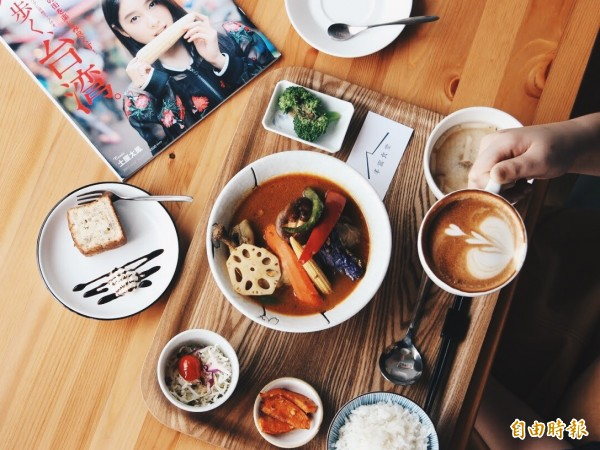丰富食堂的湯咖哩深受顧客喜愛。(即時新聞攝)