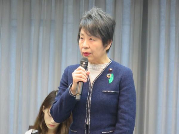 日本爱媛县日前传出有名惯窃受刑人逃离监狱,当局虽派出6600名员警却始终没将他追捕归案,法务大臣上川阳子今日为此出面道歉。(图撷自推特)