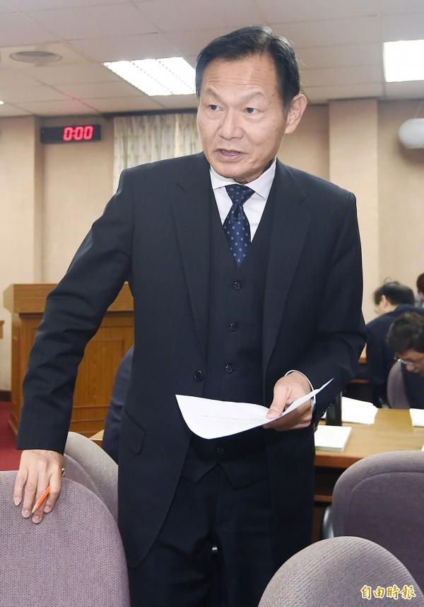 退輔會主委李翔宙表示,退輔會不會因為通過「促轉條例」而拆掉各榮家的蔣中正銅像。(記者廖振輝攝)