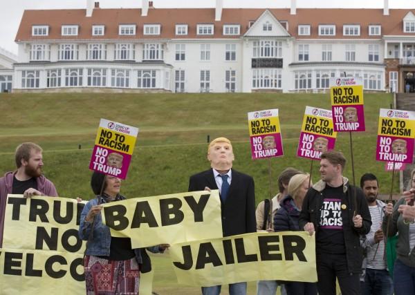 英國當地的反川普人士向媒體表示,他們會在明日舉行大規模的反川普活動,預料會有超過6萬人參加。(美聯社)