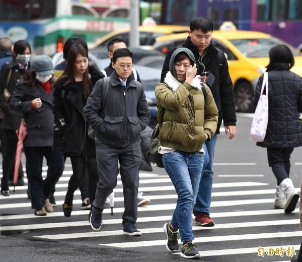明天台灣受強烈大陸冷氣團影響,中部以北及東北部的低溫將下探到9至11度左右。(資料照)