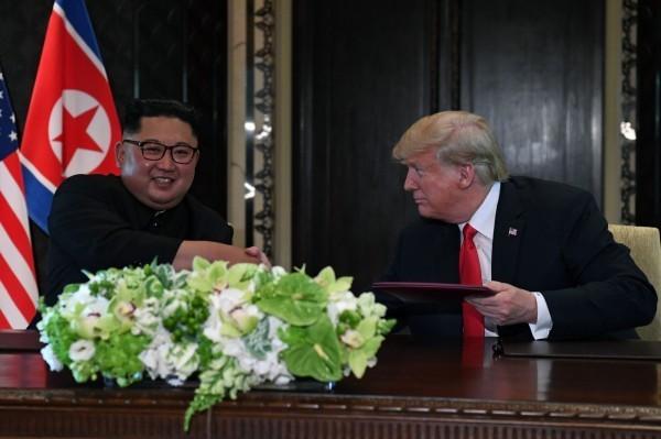 川金共同署聯合聲明,確認「朝鮮半島完全無核化」等4大共識。(法新社)