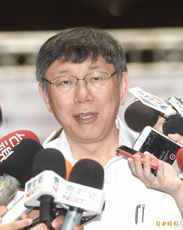 台北市長柯文哲今早表示,過去都有讓家長自己募款,但家長募款也沒有用,瓶頸不是裝冷氣機,而是整個校園電力設施改善。(資料照)