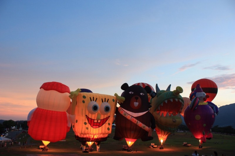 3人經過台東時剛好趕上熱氣球節,美景讓3人有滿滿的感動。(李健羽提供)