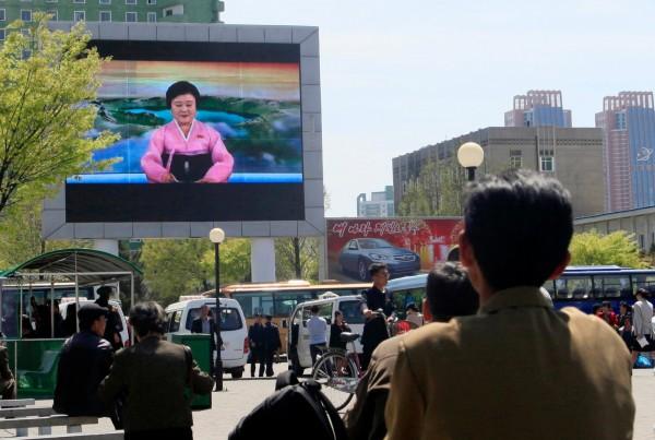 南韓「國際經濟政策研究所」(KIEP)和德國「哈勒經濟研究」(Halle Institute for Economic Research)指出,若南北韓急速統一,恐因兩國制度差異,以及大量北韓人在統一後湧入南韓,造成兩韓社會經濟混亂。圖為北韓街景。(美聯社)